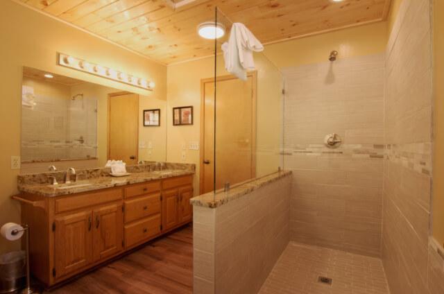 golden-view-lodge-bathroom-master