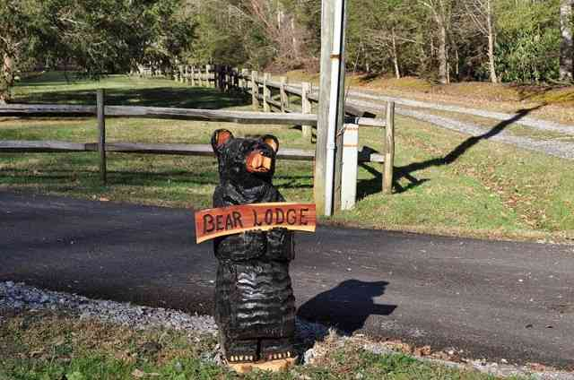 bear lodge sign