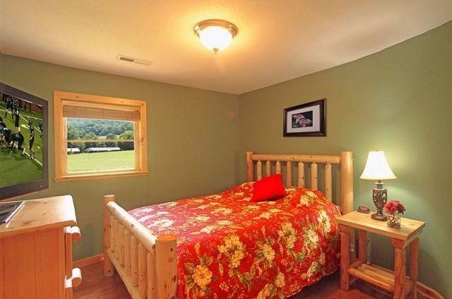 family memories cabin queen bedroom