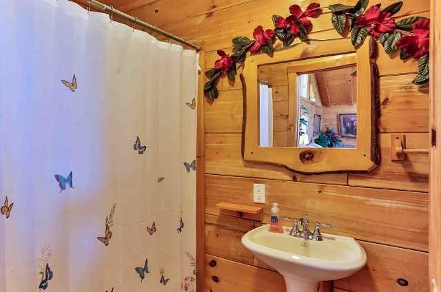 golden memories bathroom