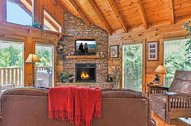golden memories cabin fireplace
