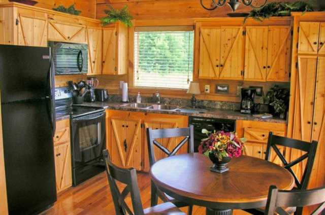 golden memories cabin kitchen