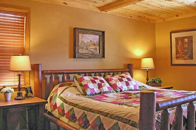 golden view lodge king bedroom
