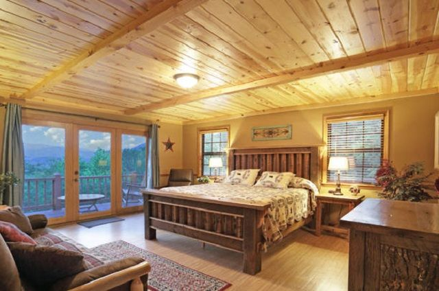 golden view lodge master bedroom
