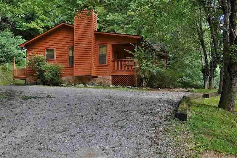 Bear ridge cabin golden cabins for Smoky mountain ridge cabins