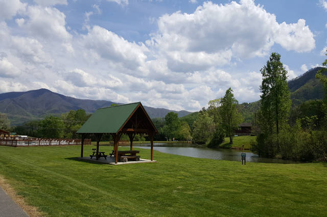 Heavens view cabin updates for 2016 smoky mountain for Smoky mountain cabins with fishing ponds