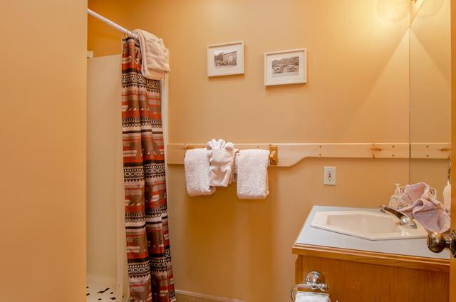 golden-view-lodge-bathroom