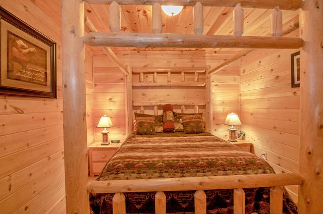 golden view lodge queen bedroom