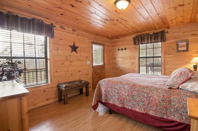 golden view lodge bedroom king