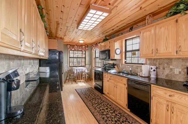 golden view lodge kitchen