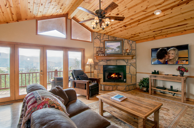 golden-view-lodge-living-rooms