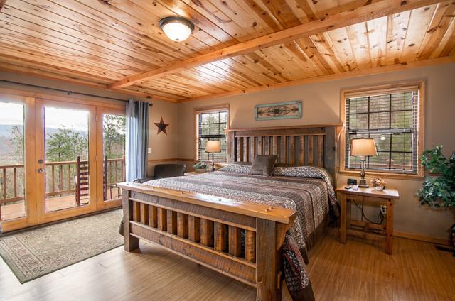golden view lodge master bedroom