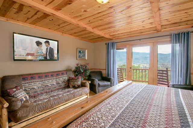 golden-view-lodge-master-futon
